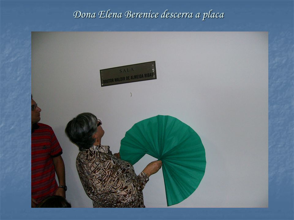 Dona Elena Berenice descerra a placa