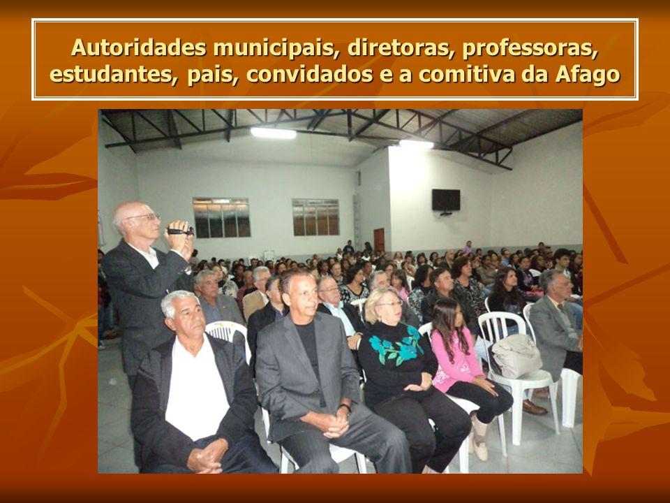 Autoridades municipais, diretoras, professoras, estudantes, pais, convidados e a comitiva da Afago