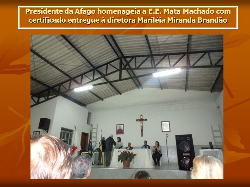 Presidente da Afago homenageia a E. E