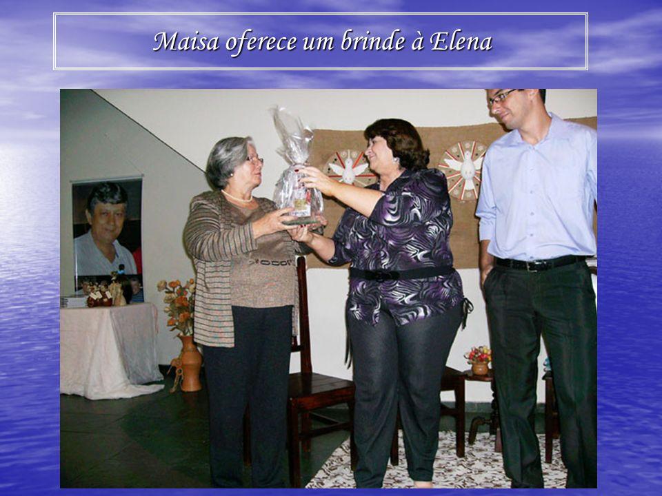 Maisa oferece um brinde à Elena
