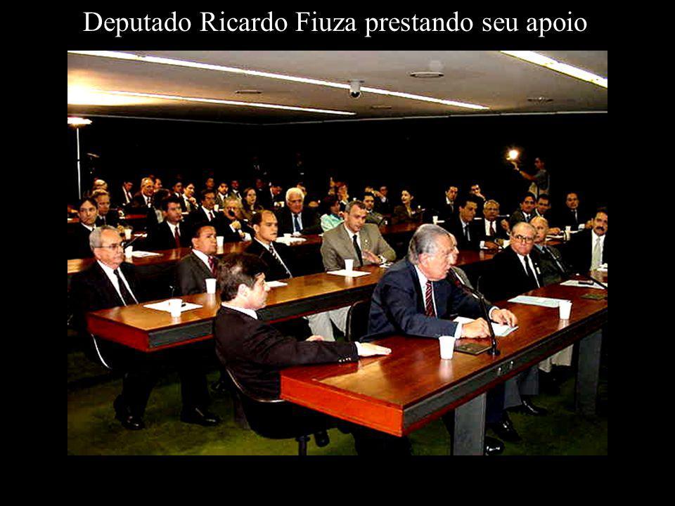 Deputado Ricardo Fiuza prestando seu apoio