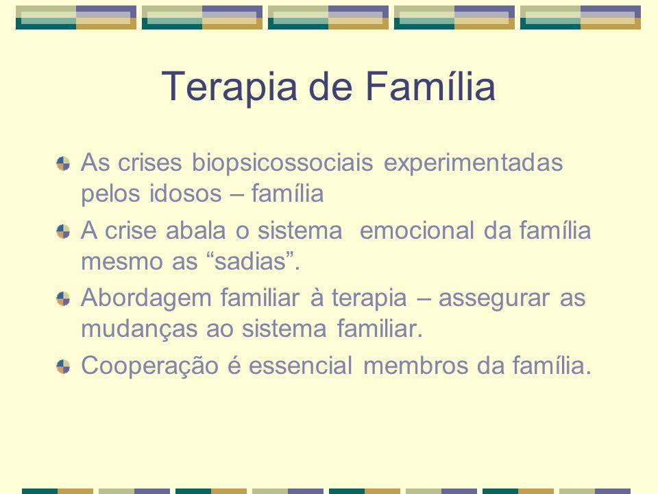 Terapia de FamíliaAs crises biopsicossociais experimentadas pelos idosos – família. A crise abala o sistema emocional da família mesmo as sadias .