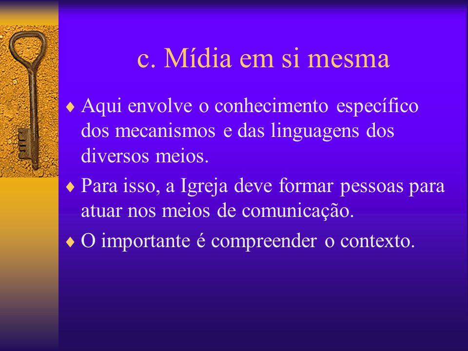 c. Mídia em si mesma Aqui envolve o conhecimento específico dos mecanismos e das linguagens dos diversos meios.