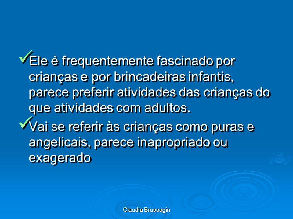 Ele é frequentemente fascinado por crianças e por brincadeiras infantis, parece preferir atividades das crianças do que atividades com adultos.
