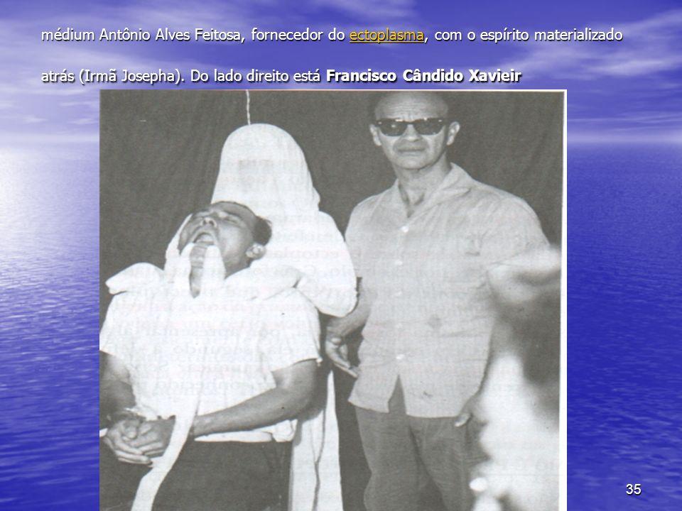 médium Antônio Alves Feitosa, fornecedor do ectoplasma, com o espírito materializado atrás (Irmã Josepha).