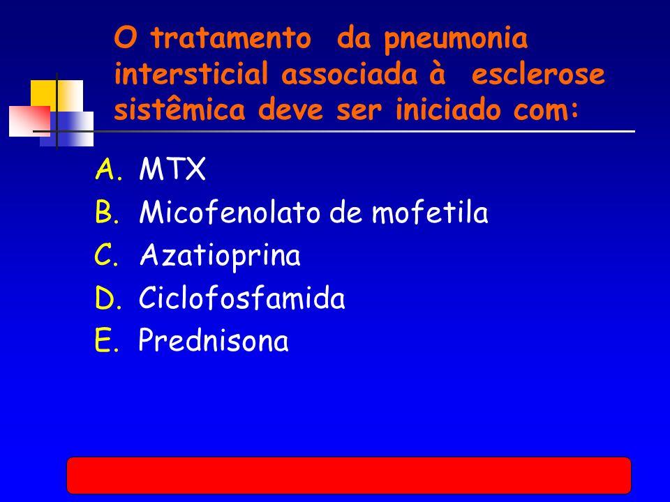 O tratamento da pneumonia intersticial associada à esclerose sistêmica deve ser iniciado com: