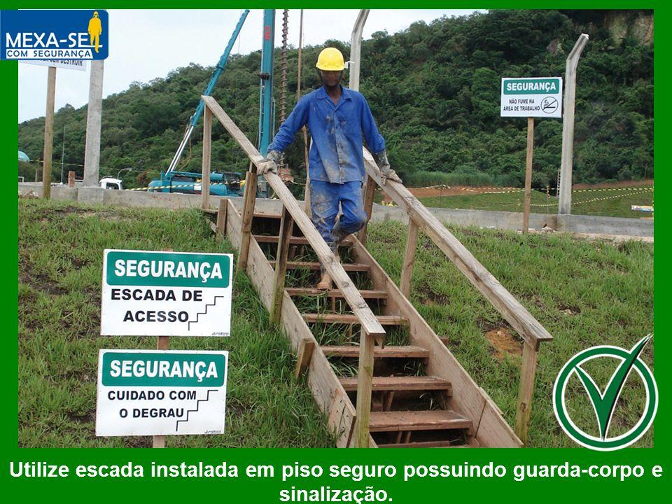 O palestrante deverá informar que é fundamental a instalação de escadas com pisos nivelados e proteção para o corpo, além de sinalização.