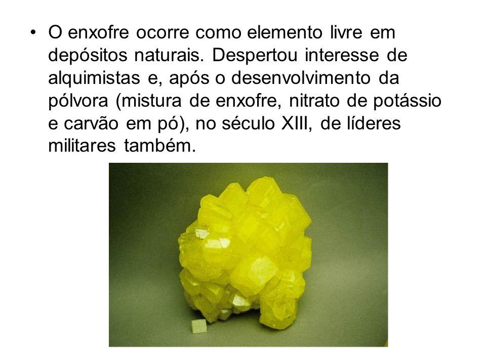 O enxofre ocorre como elemento livre em depósitos naturais
