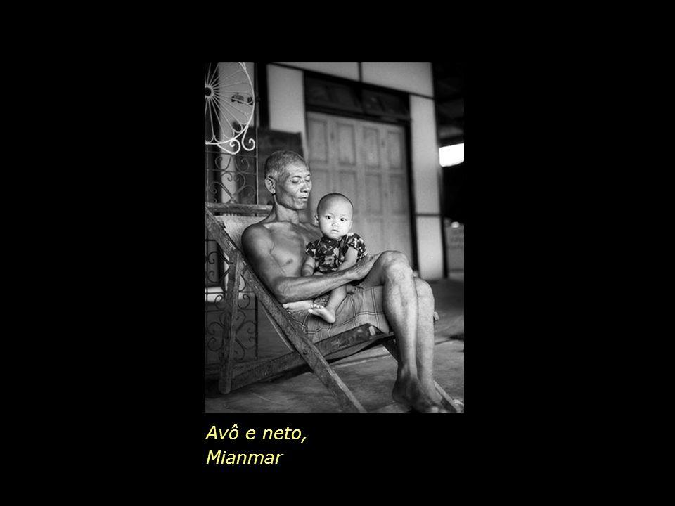 Avô e neto, Mianmar