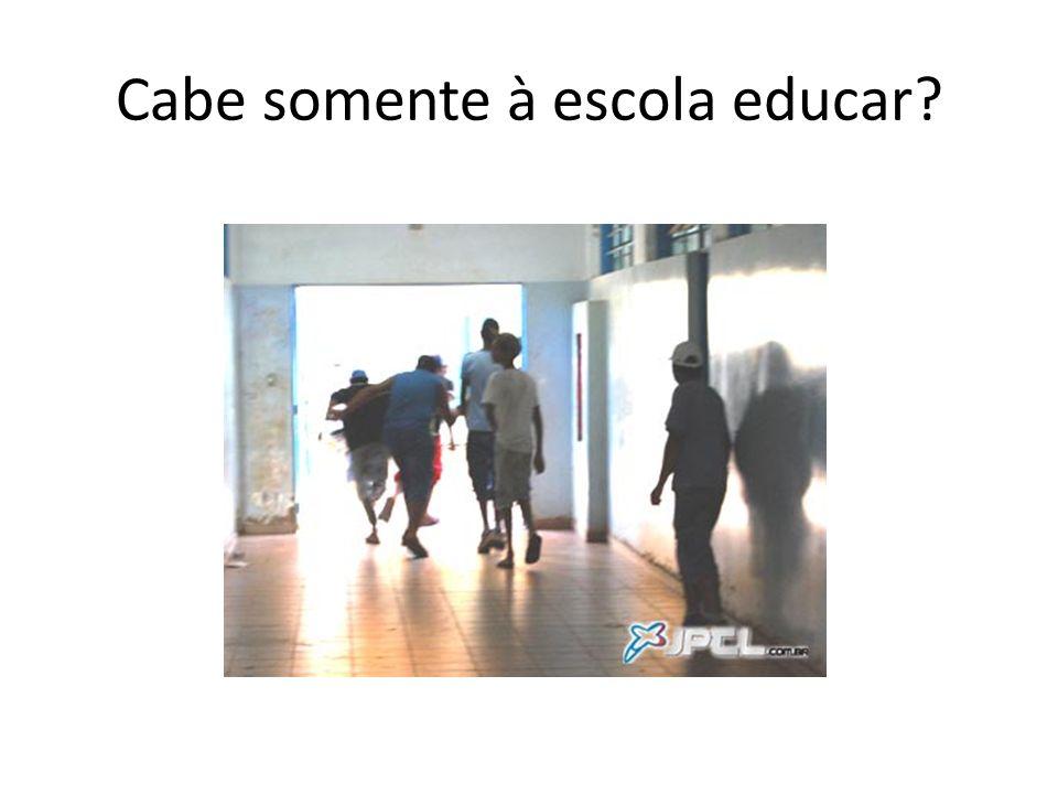 Cabe somente à escola educar