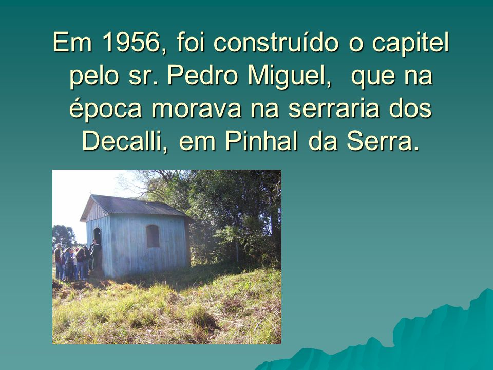 Em 1956, foi construído o capitel pelo sr