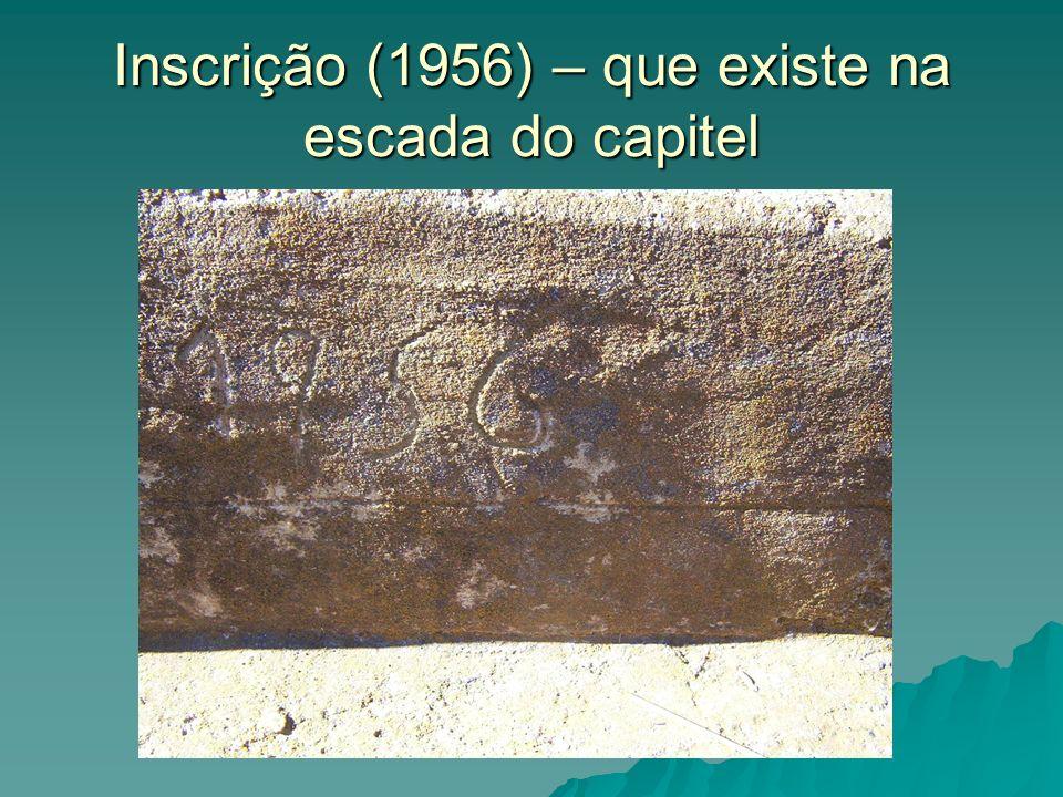 Inscrição (1956) – que existe na escada do capitel
