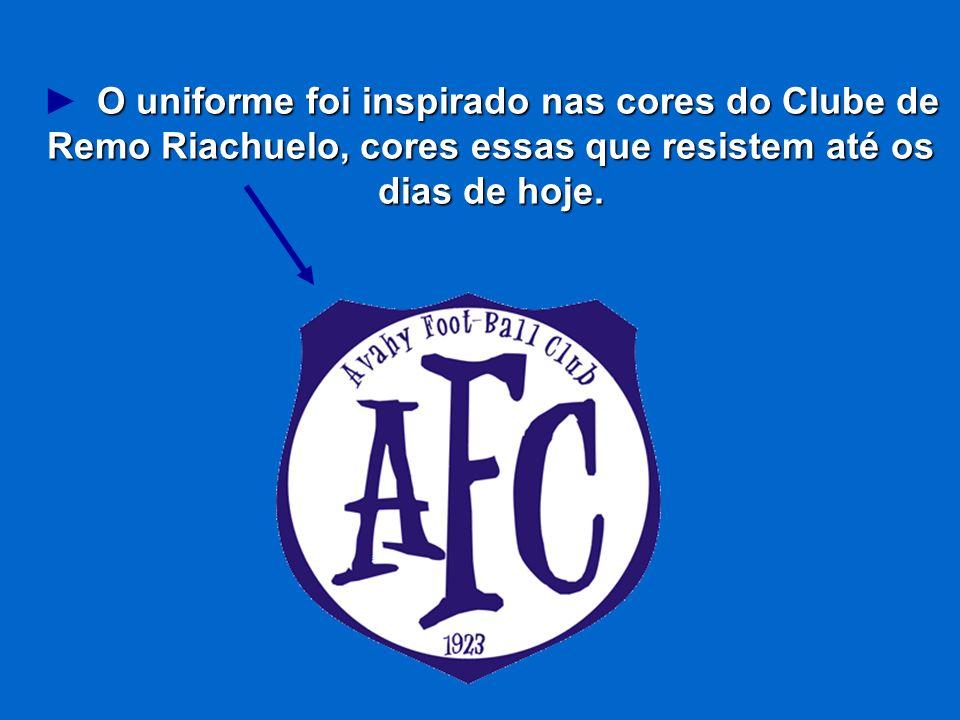 ► O uniforme foi inspirado nas cores do Clube de Remo Riachuelo, cores essas que resistem até os dias de hoje.