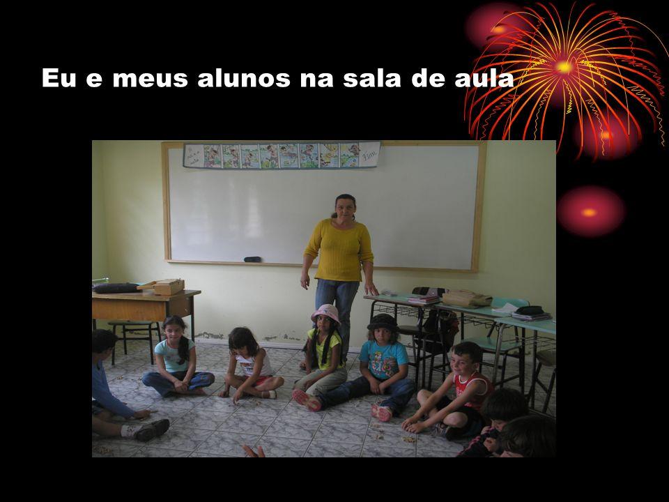 Eu e meus alunos na sala de aula