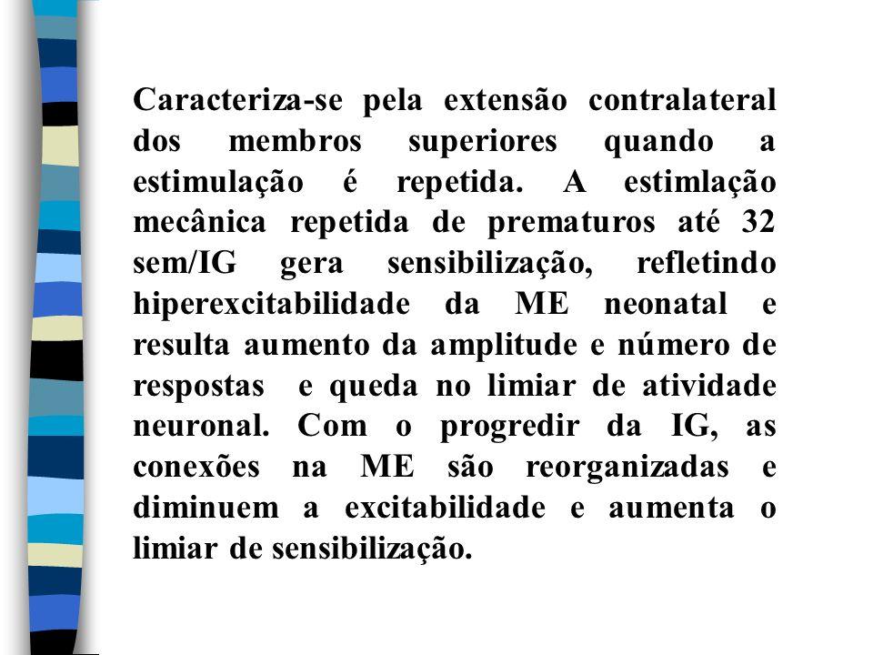 Caracteriza-se pela extensão contralateral dos membros superiores quando a estimulação é repetida.
