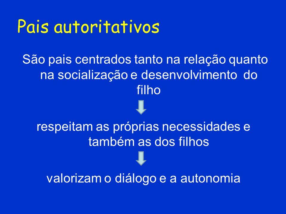Pais autoritativos São pais centrados tanto na relação quanto na socialização e desenvolvimento do filho.