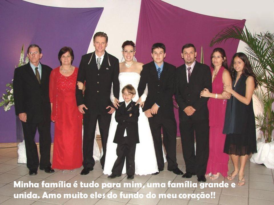 Família Minha família é tudo para mim, uma família grande e unida.