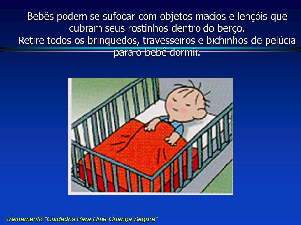 Bebês podem se sufocar com objetos macios e lençóis que cubram seus rostinhos dentro do berço. Retire todos os brinquedos, travesseiros e bichinhos de pelúcia para o bebê dormir.