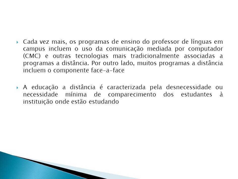 Cada vez mais, os programas de ensino do professor de línguas em campus incluem o uso da comunicação mediada por computador (CMC) e outras tecnologias mais tradicionalmente associadas a programas a distância. Por outro lado, muitos programas a distância incluem o componente face-a-face