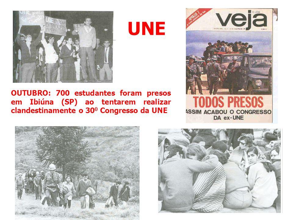 UNE OUTUBRO: 700 estudantes foram presos em Ibiúna (SP) ao tentarem realizar clandestinamente o 300 Congresso da UNE.
