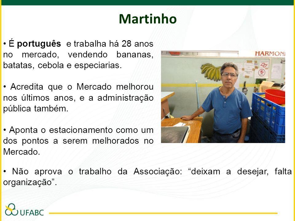 Martinho• É português e trabalha há 28 anos no mercado, vendendo bananas, batatas, cebola e especiarias.