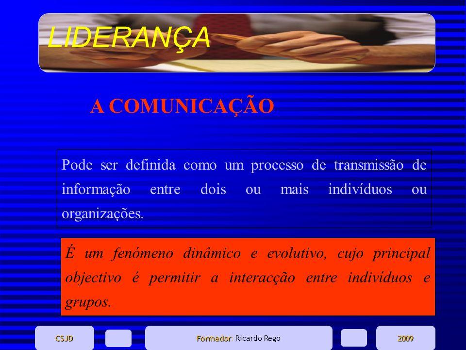 A COMUNICAÇÃO Pode ser definida como um processo de transmissão de informação entre dois ou mais indivíduos ou organizações.