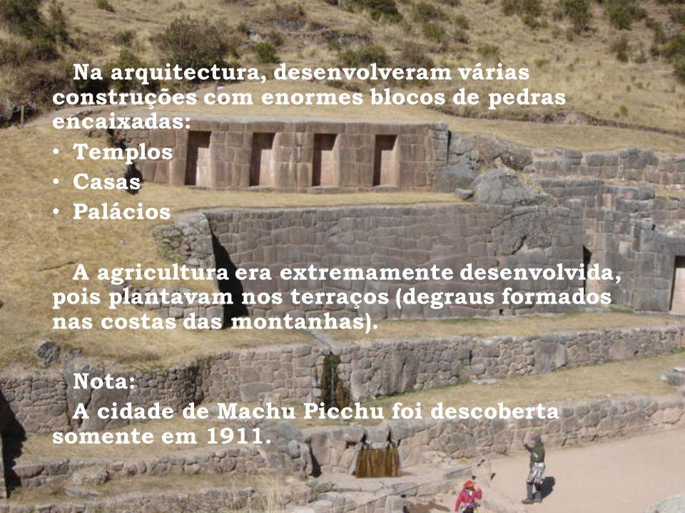 Na arquitectura, desenvolveram várias construções com enormes blocos de pedras encaixadas: