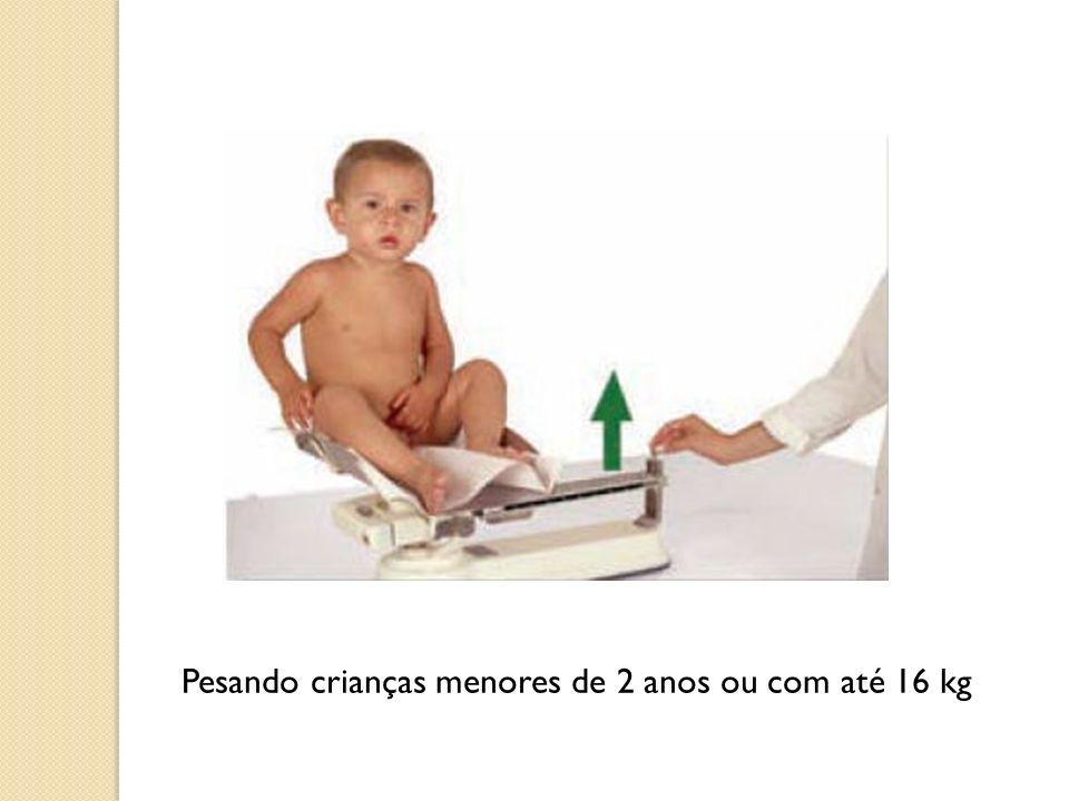 Pesando crianças menores de 2 anos ou com até 16 kg