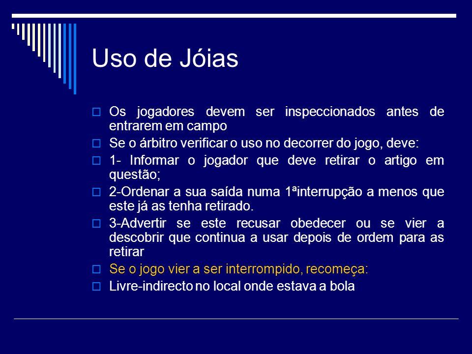 Uso de Jóias Os jogadores devem ser inspeccionados antes de entrarem em campo. Se o árbitro verificar o uso no decorrer do jogo, deve: