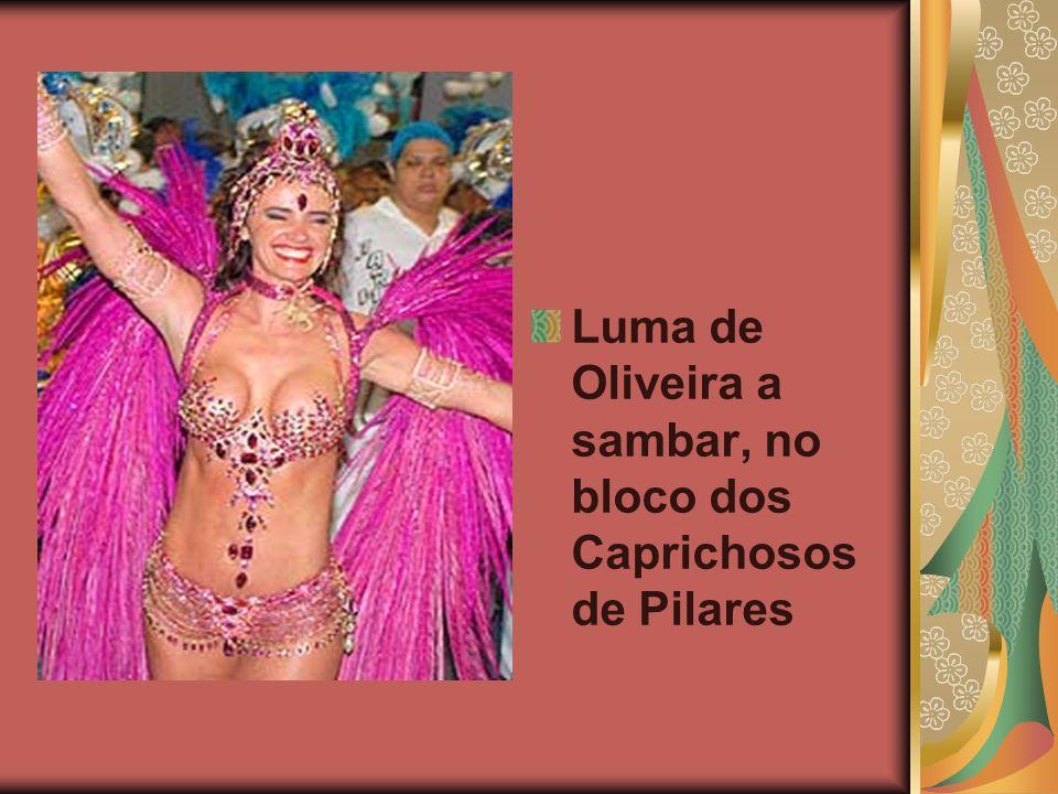 Luma de Oliveira a sambar, no bloco dos Caprichosos de Pilares