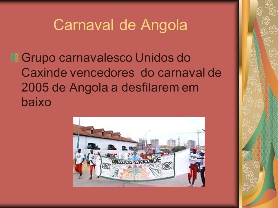 Carnaval de Angola Grupo carnavalesco Unidos do Caxinde vencedores do carnaval de 2005 de Angola a desfilarem em baixo.