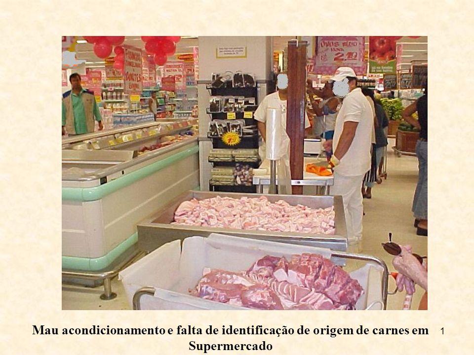 Mau acondicionamento e falta de identificação de origem de carnes em Supermercado