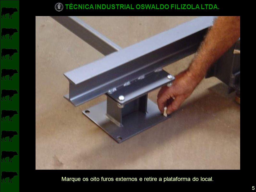 Marque os oito furos externos e retire a plataforma do local.