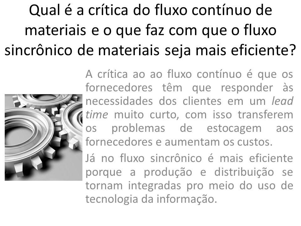 Qual é a crítica do fluxo contínuo de materiais e o que faz com que o fluxo sincrônico de materiais seja mais eficiente