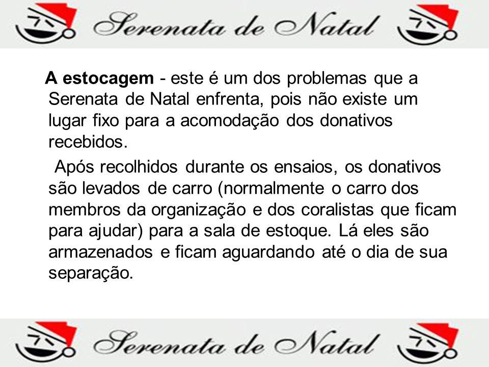 A estocagem - este é um dos problemas que a Serenata de Natal enfrenta, pois não existe um lugar fixo para a acomodação dos donativos recebidos.
