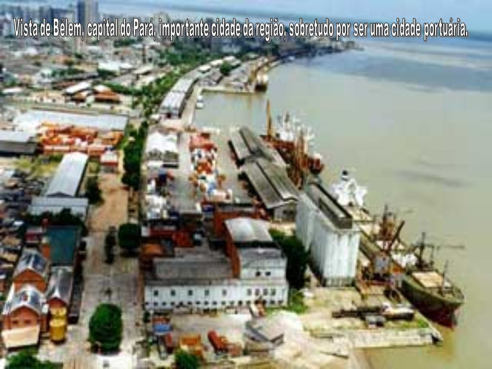 Vista de Bélem, capital do Pará, importante cidade da região, sobretudo por ser uma cidade portuária.