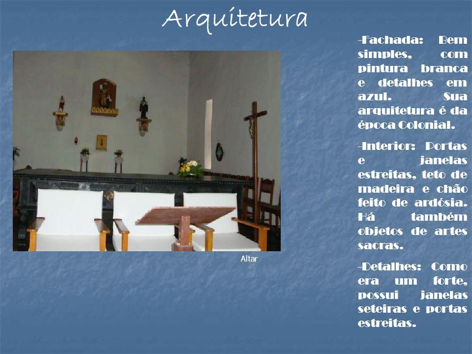 Arquitetura-Fachada: Bem simples, com pintura branca e detalhes em azul. Sua arquitetura é da época Colonial.