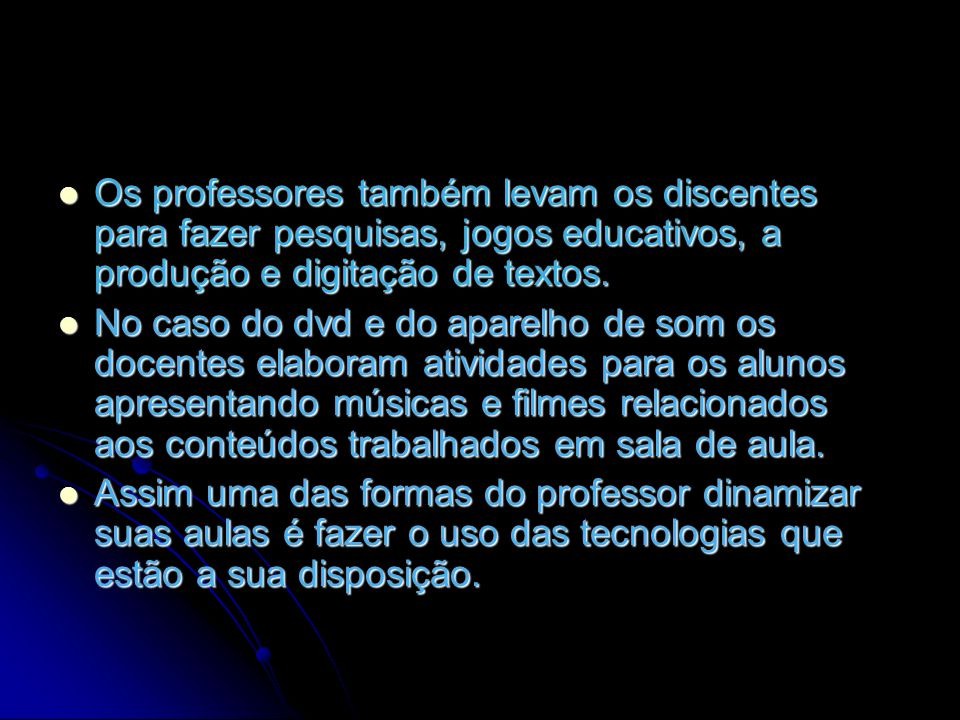 Os professores também levam os discentes para fazer pesquisas, jogos educativos, a produção e digitação de textos.