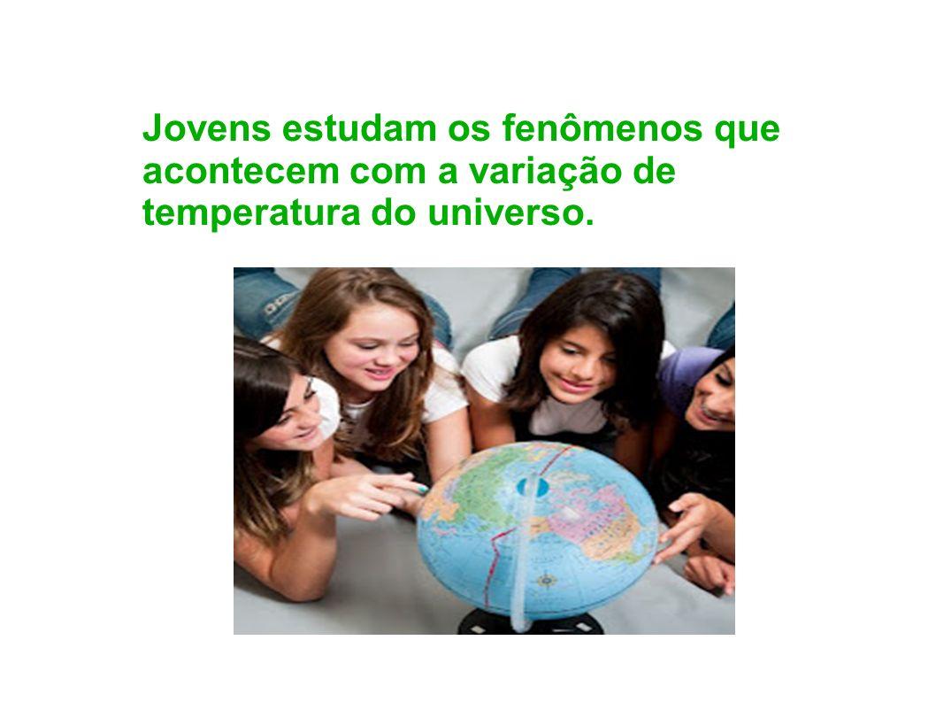 Jovens estudam os fenômenos que acontecem com a variação de temperatura do universo.