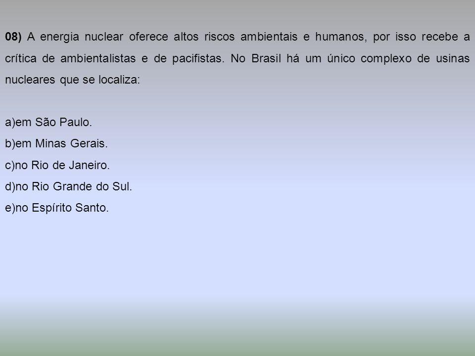 08) A energia nuclear oferece altos riscos ambientais e humanos, por isso recebe a crítica de ambientalistas e de pacifistas. No Brasil há um único complexo de usinas nucleares que se localiza: