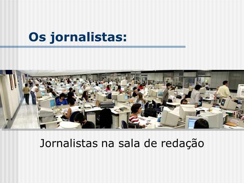 Jornalistas na sala de redação