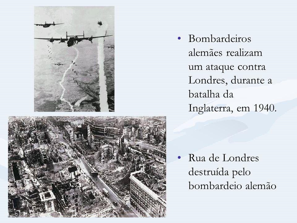 Bombardeiros alemães realizam um ataque contra Londres, durante a batalha da Inglaterra, em 1940.