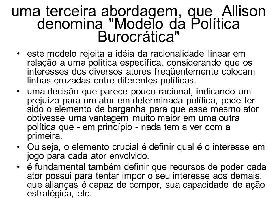 uma terceira abordagem, que Allison denomina Modelo da Política Burocrática