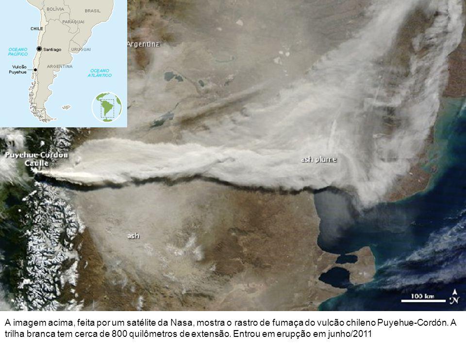A imagem acima, feita por um satélite da Nasa, mostra o rastro de fumaça do vulcão chileno Puyehue-Cordón.