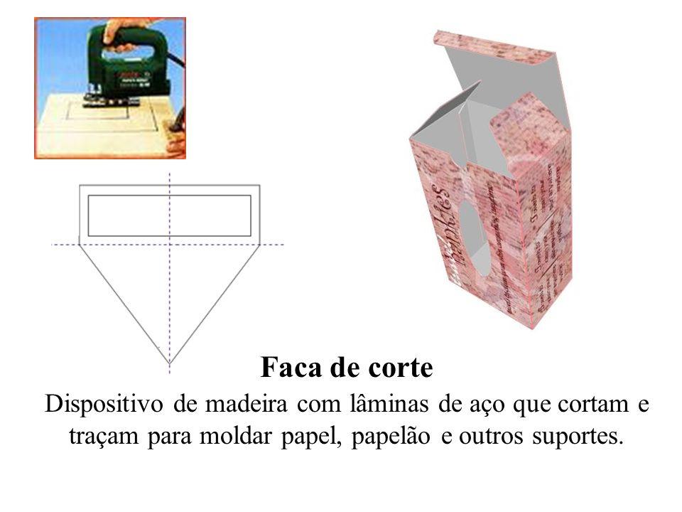 Faca de corte Dispositivo de madeira com lâminas de aço que cortam e traçam para moldar papel, papelão e outros suportes.