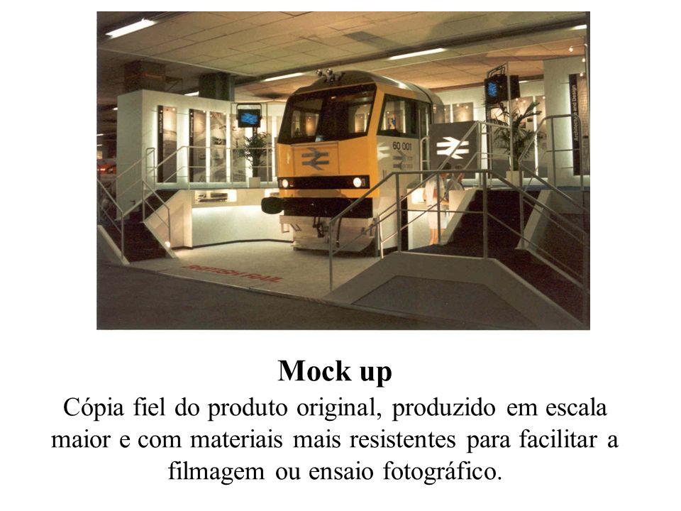 Mock up Cópia fiel do produto original, produzido em escala maior e com materiais mais resistentes para facilitar a filmagem ou ensaio fotográfico.