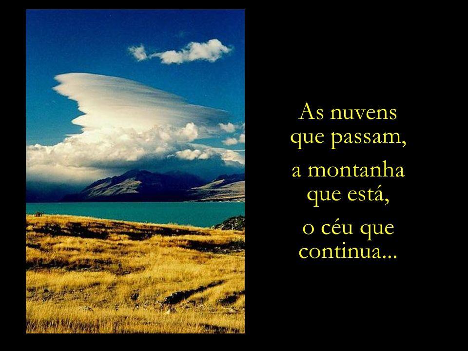 As nuvens que passam, a montanha que está, o céu que continua...