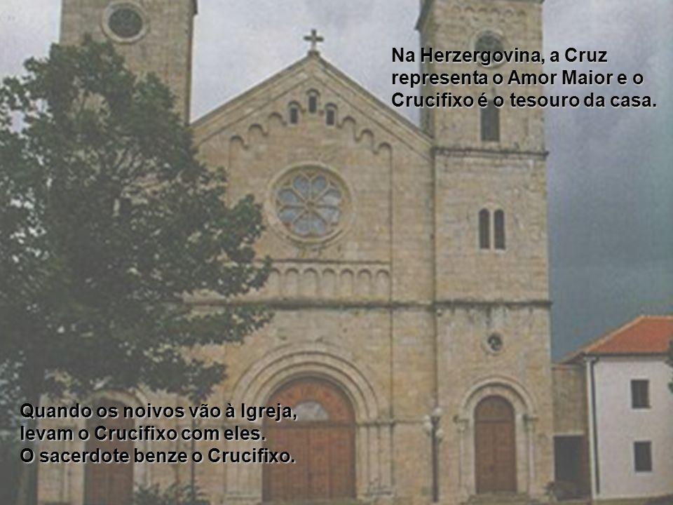 Na Herzergovina, a Cruz representa o Amor Maior e o Crucifixo é o tesouro da casa.