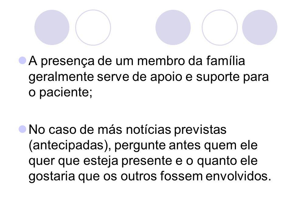 A presença de um membro da família geralmente serve de apoio e suporte para o paciente;