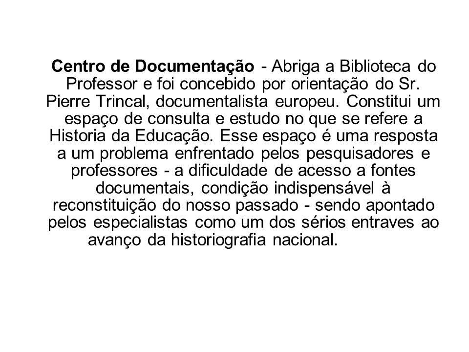 Centro de Documentação - Abriga a Biblioteca do Professor e foi concebido por orientação do Sr.